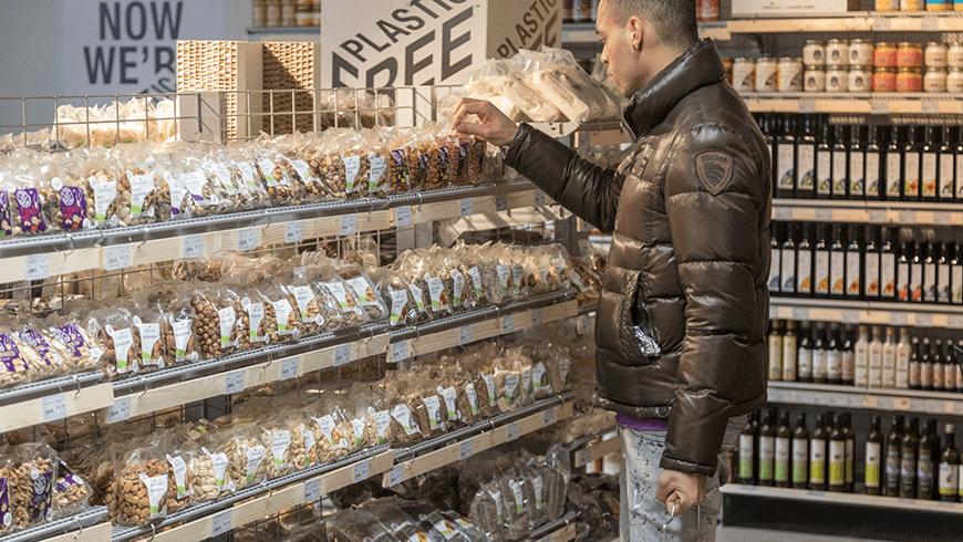 supermarket-v-amsterdame-predstavil-prvu-ulicku-bez-plastovych-obalov-taschken